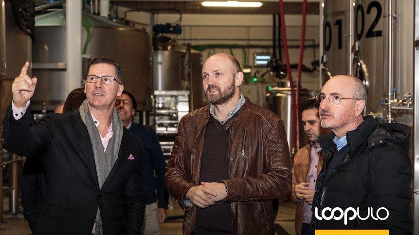 Ron Lewis, presidente de Ball Corporation, visita Arriaca