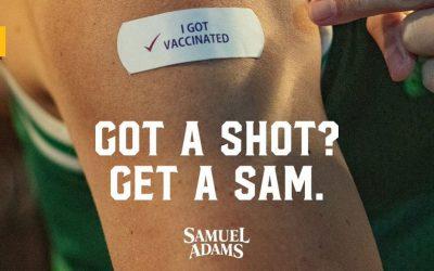Sam Adams regala cerveza gratis a quienes se vacunan… y Budweiser también